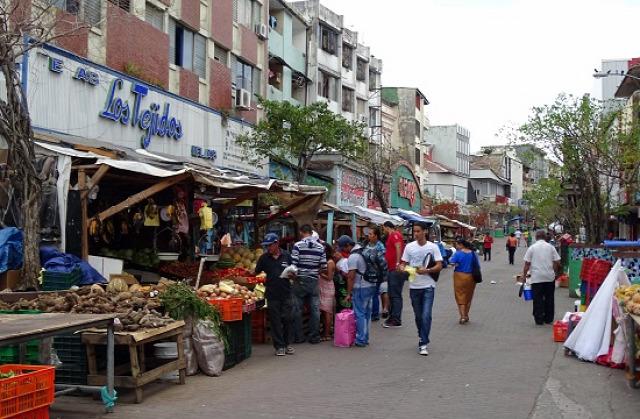 Az Avenida Central az ócska, de olcsó dolgokról szól