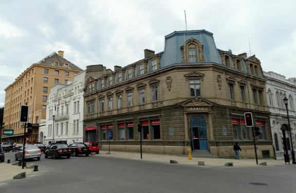 19. század végi épület a főtéren