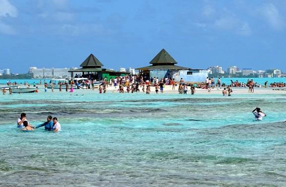 Aquario szigete körül kicsit sok a turista