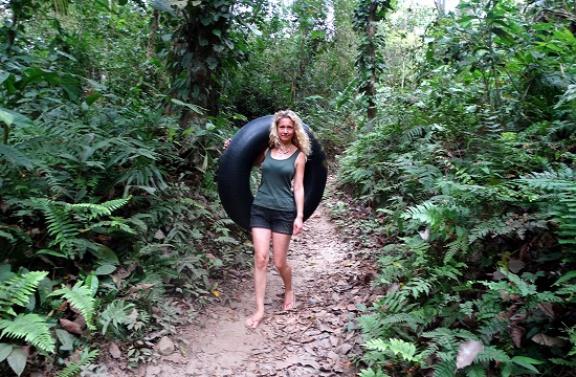 Papucsban az erdő mélyén