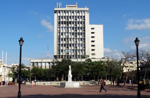 Gyönyörű betonkocka Santa Marta főterén