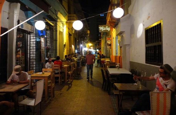 Romkocsma hangulatot áraszt az esti Santa Marta