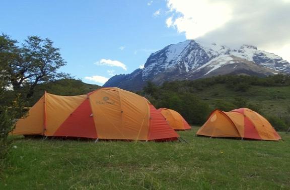 Egy ilyen sátorban 15 400 forintért lehet megaludni két főnek