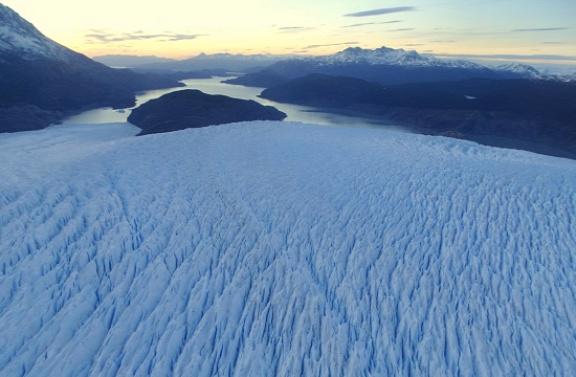 Elnyeli a jég a Nunatak-szigetet