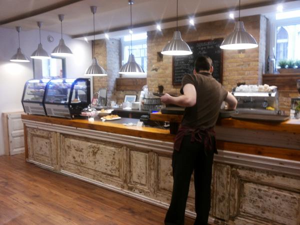 foglalkoztatás fogyatékkal élők foglalkoztatás kulturális kávézók Vörösmarty mozi  megváltozott munkaképességű emberek