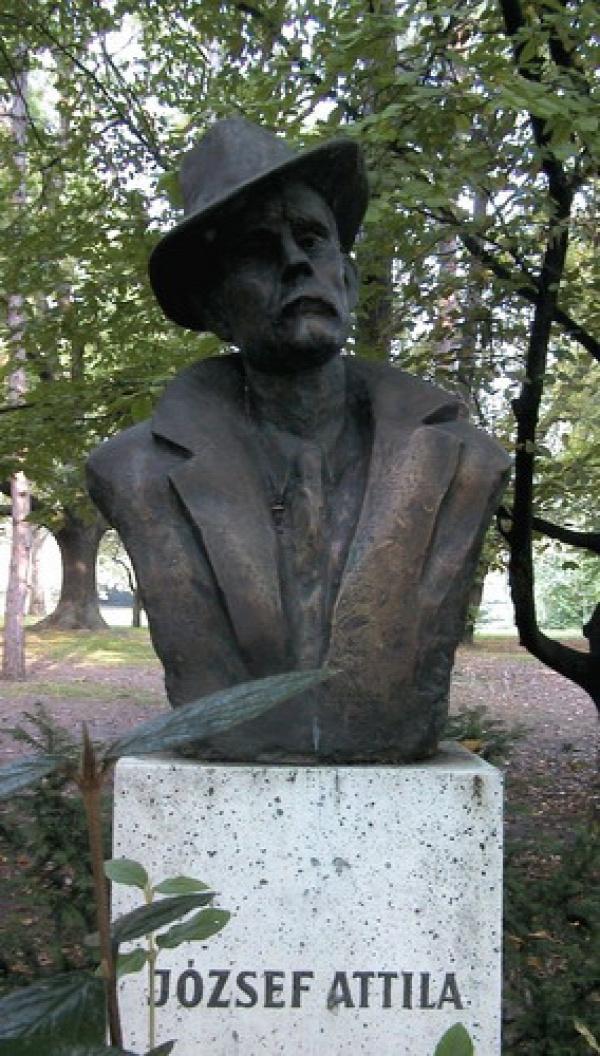 József Attila Költészet napja köztéri szobor szobrok