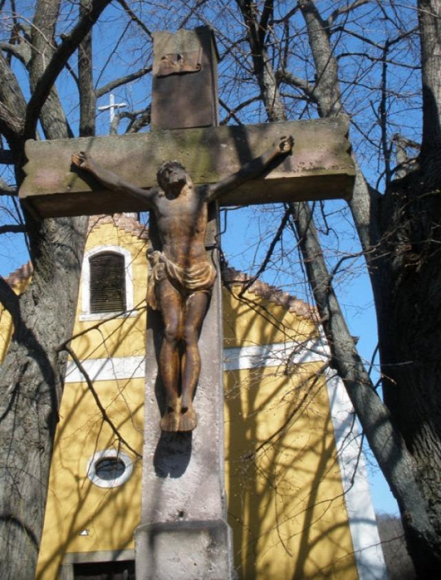 spinyéri kápolna naszály kereszt kőkereszt feszület Felsőpinyér dűlő