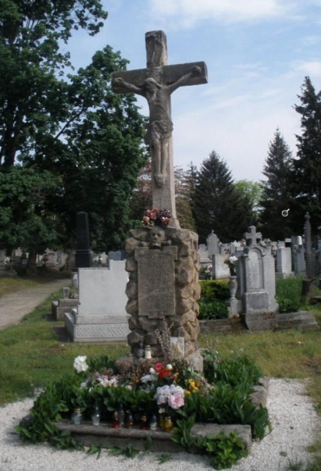alsóvárosi temető kereszt kőkereszt