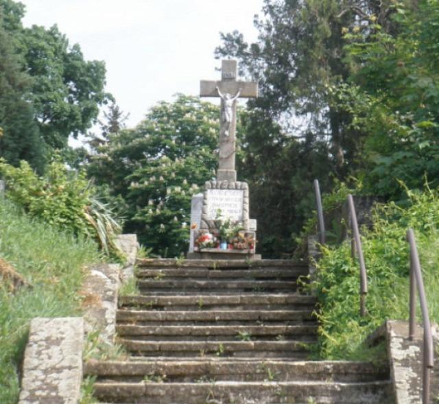 temető kereszt Vác