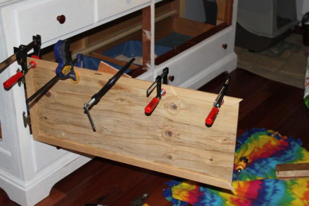 macskavécé szekrény rejtett DIY csináld magad