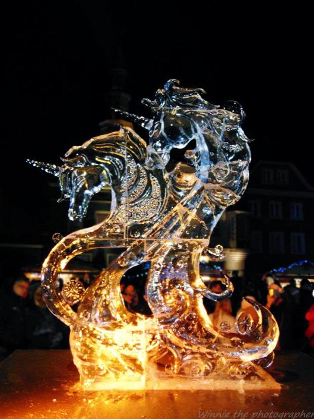 A világ érdekes Lengyelország Poznan jég szobrász szobor fesztivál faragás