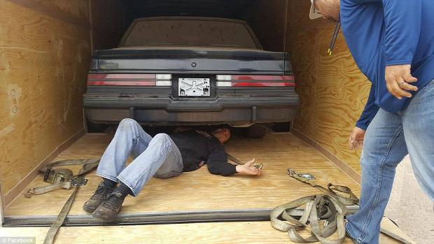 A világ érdekes garázs elfeledett autó Buick rejtély titok