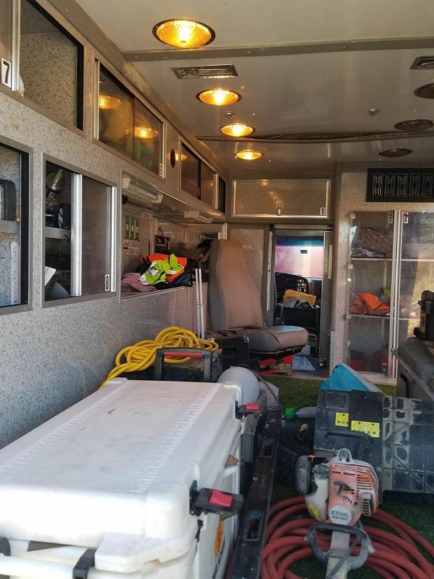 A világ érdekes guruló otthon öreg mentőautó átépítés