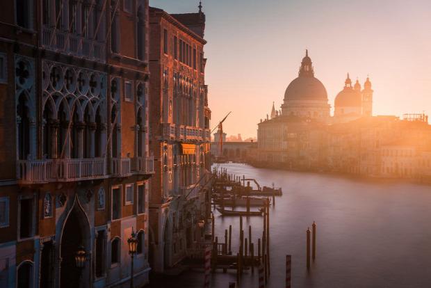 A világ érdekes Velence ember magányos elhagyatott