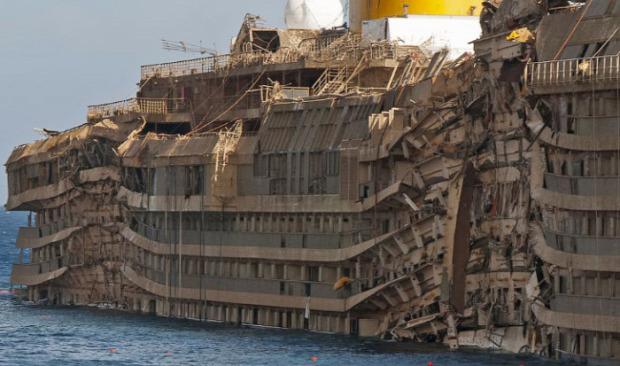 A világ érdekes Costa Concordia bontás utolsó képek