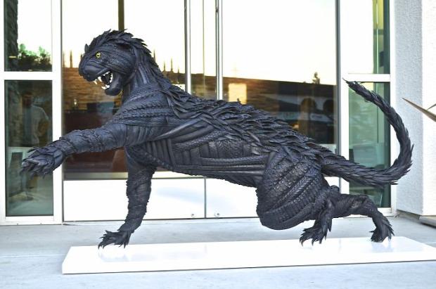 A világ érdekes szobor gumi újrafelhasználás