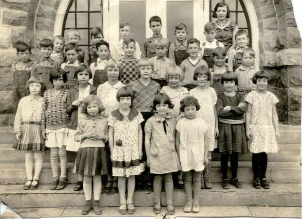 A világ érdekes gyerek kölyök 100 év
