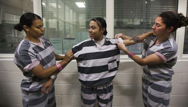 A világ érdekes Arizona börtön nő rablánc munka