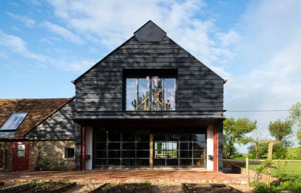 A világ érdekes pajta régi öreg felújítás lakás