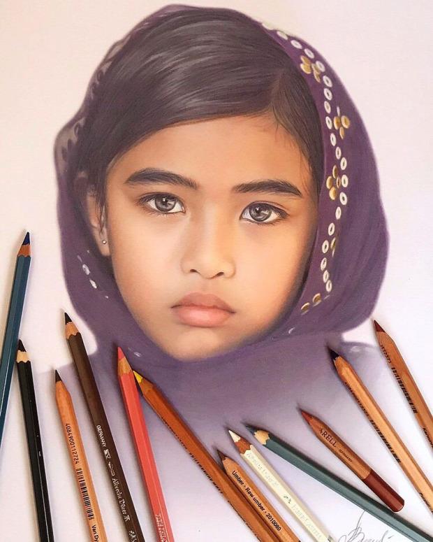 A világ érdekes hiperrealisztikus rajz színes ceruza