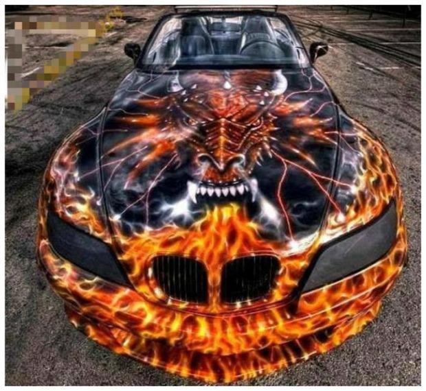 A világ érdekes autó festés dukkó