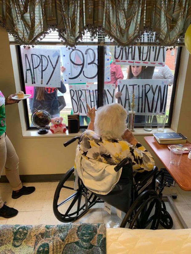 korona vírus születésnap karantén Home Office