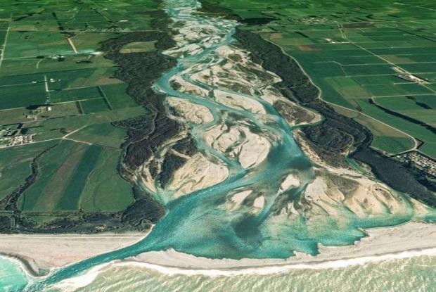 A világ érdekes folyó fonott meder sziget