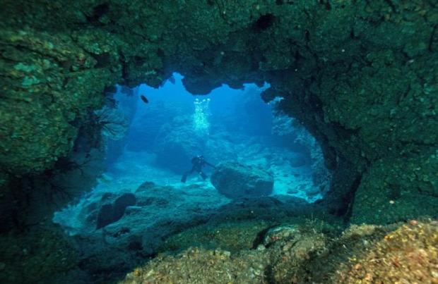 A világ érdekes búvár barlang