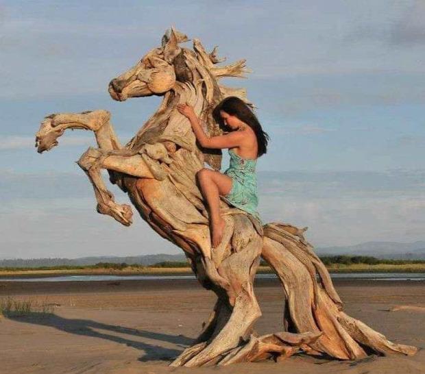 A világ érdekes szobor uszadékfa