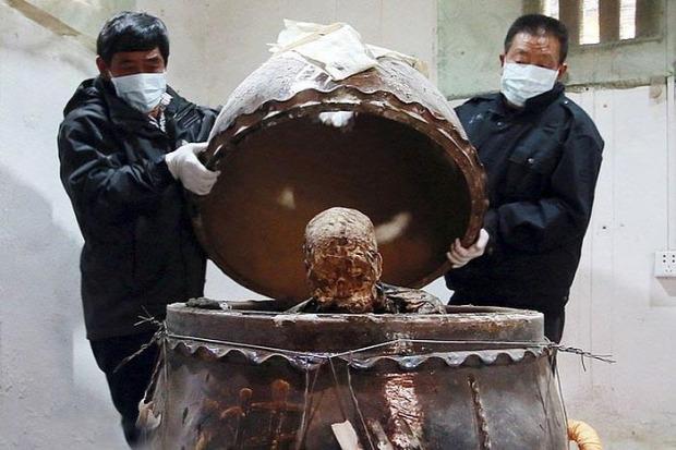 A világ érdekes buddhista szerzetes múmia aranyozott