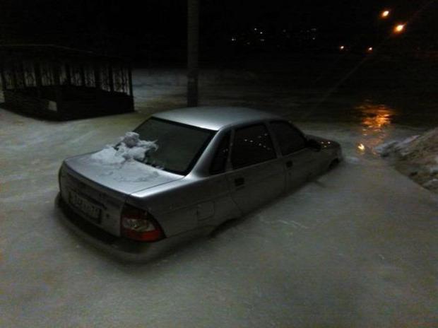 A világ érdekes Oroszország autó jég áradás