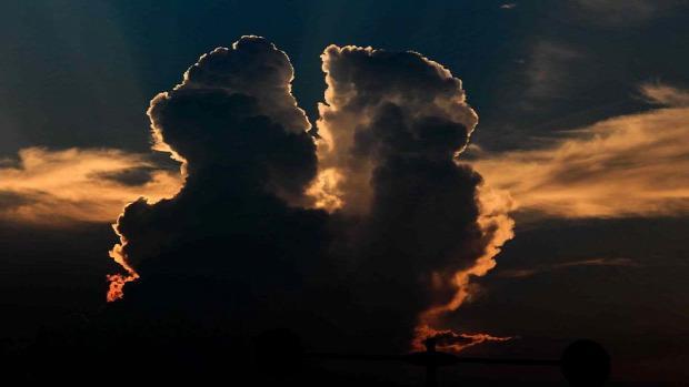 A világ érdekes felhő forma kína ember csók