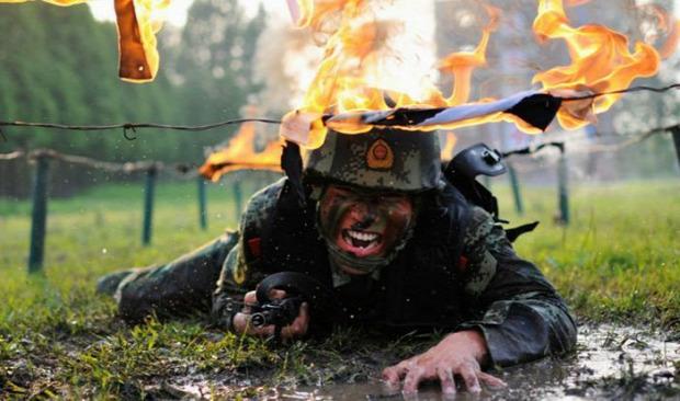 A világ érdekes Kína hadsereg katona kiképzés
