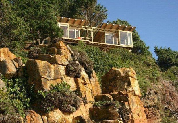 A világ érdekes ház tenger sziklafal