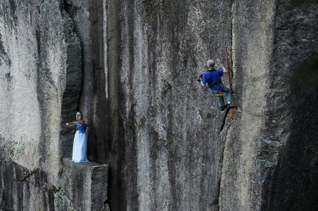 A világ érdekes esküvő fényképész szikla párkány