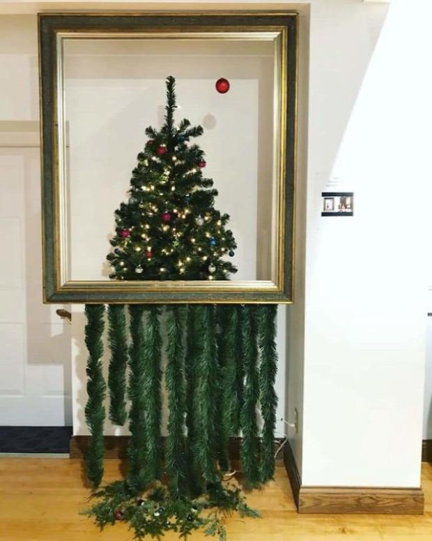 A világ érdekes karácsonyfa fenyő egyedi különleges furcsa