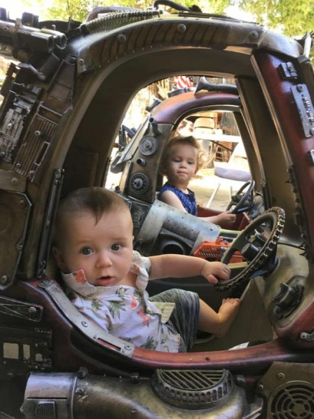 A világ érdekes óvoda baba kocsi Mad Max