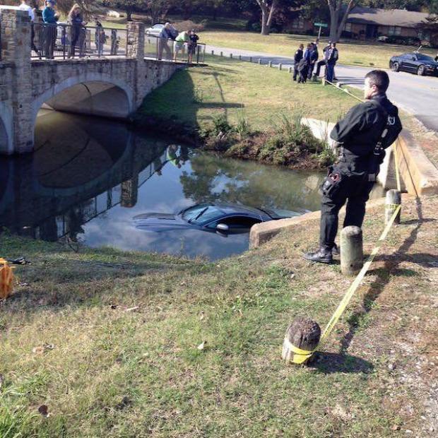 az isten állatkertje Aston martin folyó baleset