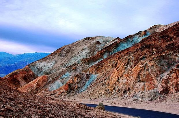 A világ érdekes Kalifornia Halál-völgye Fekete-hegységű művész palettája