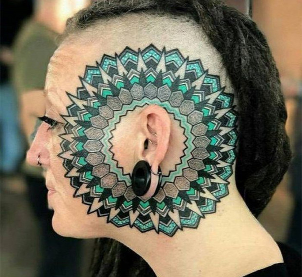 A világ érdekes ijesztő tetoválás testmódosítás
