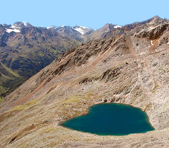 A világ érdekes tó szív  alakú