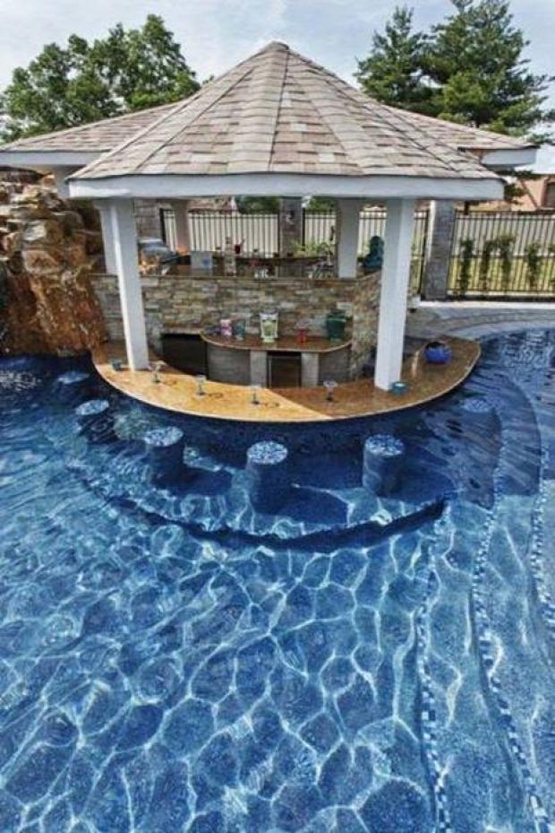 A világ érdekes medence bár otthon saját