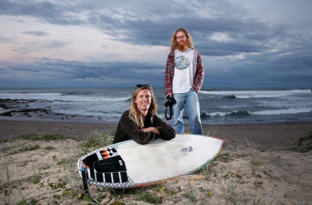 A világ érdekes Ausztrália szörf fehér cápa