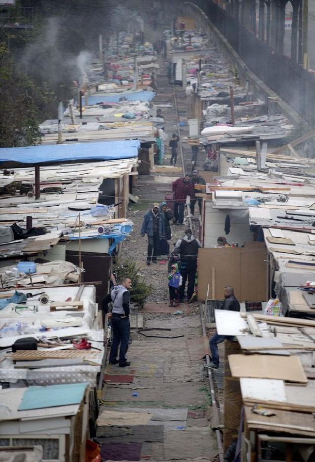 A világ érdekes Párizs tábor vasút roma