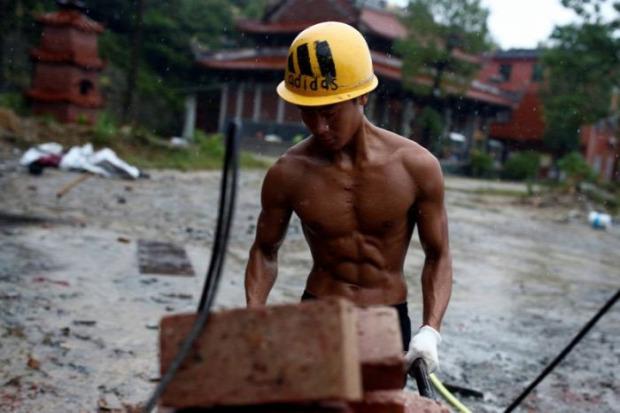A világ érdekes munkás testépítő modell