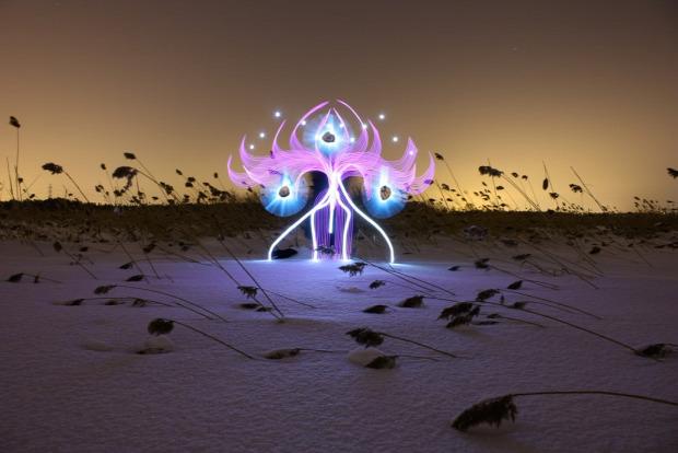 A világ érdekes fény LED lámpa festés festő