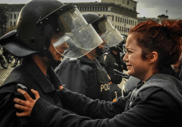 Az isten állatkertje tüntetés felvonulás lázadás ellenállás