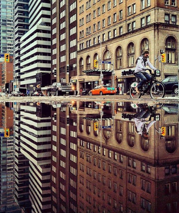 A világ érdekes tükör pocsolya