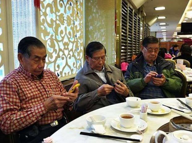 Az isten állatkertje mobil telefon függőség
