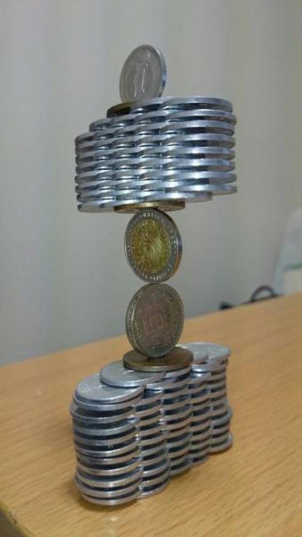 A világ érdekes japán érme pénz építő torony